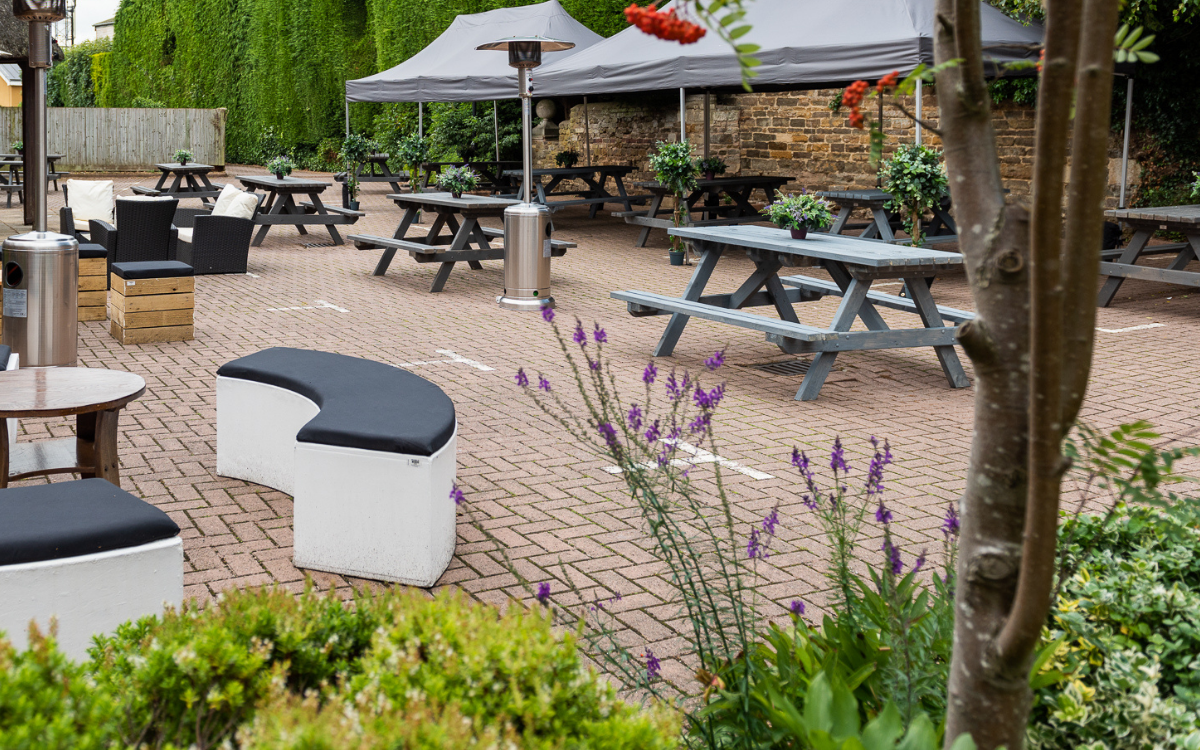 outdoor-furniture hire